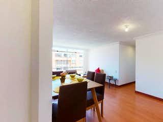 Una sala de estar llena de muebles y un suelo de madera en Apartamento En Venta En Bogota La Colina