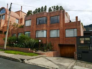 Un edificio de ladrillo con un letrero en la calle en Apartamento en Venta Santa Ana - Usaquen -Bogota