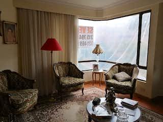 Una sala de estar llena de muebles y una ventana en Apartamento en venta en Niza Norte de 3 alcoba