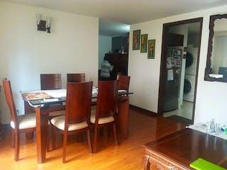Una sala de estar llena de muebles de madera en Apartamento en venta en San Antonio Norte, 85mt