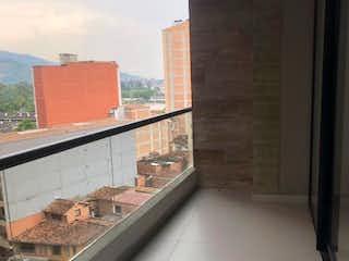 Una vista de una ciudad desde una ventana en APARTAESTUDIO PARA LA VENTA EN SABANETA
