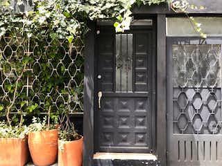 Un cierre de una puerta en una casa en Venta de Casa en Chapinero Alto