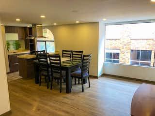Una sala de estar llena de muebles y una televisión de pantalla plana en Venta Apartamento Duplex en Pasadena