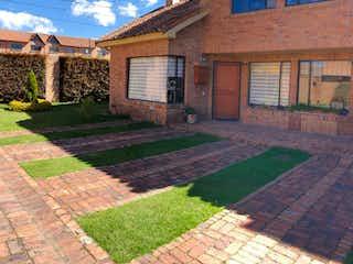 Un edificio de ladrillo con un edificio de ladrillo rojo en Casa en venta en Casco Urbano Chía de 3 hab. con Jardín...