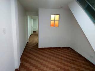 Una habitación con una cama y una ventana en ella en Casa en venta en La Serena 110m²