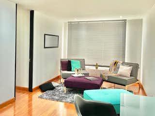 Una sala de estar llena de muebles y una televisión de pantalla plana en Apartaestudio En Venta En Bogota Antiguo Country