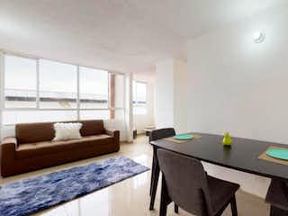 Una sala de estar llena de muebles y una gran ventana en Apartamento en venta en Alquería de 2 alcobas