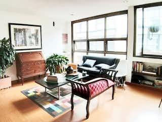 Una sala de estar llena de muebles y una televisión de pantalla plana en APARTAMENTO VENTA SANTA ANA OCCIDENTAL, BOGOT T.