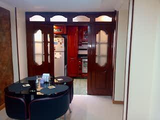 Una sala de estar llena de muebles y una ventana en Venta De Casa La Pradera Norte