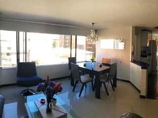 Una sala de estar llena de muebles y una televisión de pantalla plana en Vebta- renta apto de 3 h santa Barbara