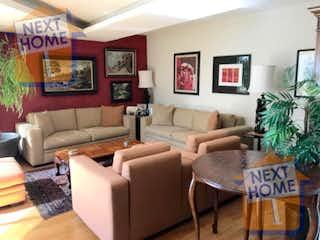 Una sala de estar llena de muebles y una televisión de pantalla plana en VENTA DEPARTAMENTO SANTA FE