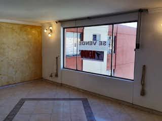 Un cuarto de baño con lavabo y un espejo en ZS-918 Apartamento en venta, Prado veraniego