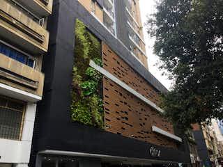 Un edificio de ladrillo alto sentado al lado de una calle en Apartamento En Venta En Bogota San Diego-Santa Fe