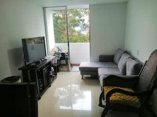 Una sala de estar llena de muebles y una televisión de pantalla plana en Apartamento en venta en Loma De Los Bernal con acceso a Gimnasio