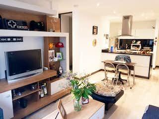 Una sala de estar llena de muebles y una televisión de pantalla plana en Apartamento En Venta En Bogota Batán