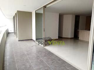 Un cuarto de baño con lavabo y ducha en Apartamento en venta en Envigado Sector Esmeraldal
