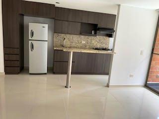 Un refrigerador congelador blanco sentado dentro de una cocina en Apartamento en venta en Rodeo Alto de 63m² con Zonas húmedas...