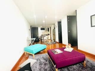 Una sala de estar llena de muebles y una alfombra rosa en APARTAMENTO VENTA VIRREY, BOGOTA