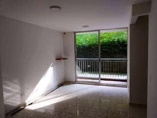 Una habitación que tiene una ventana y un colchón en Venta apartamento Rodeo Alto Medellín P.2 C.3601665