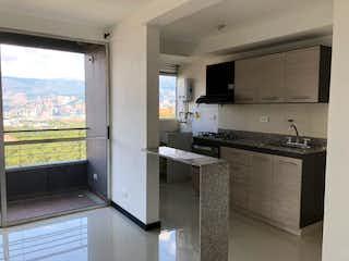 Una cocina con nevera y fregadero en Vendo apartamento en Rodeo alto con vista a la ciudad