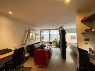 Una sala de estar llena de muebles y una televisión de pantalla plana en Apartaestudio en venta en La Calleja, 54mt