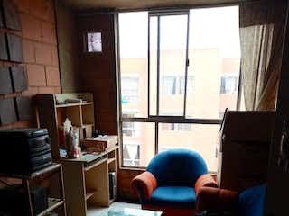 Una sala de estar llena de muebles y una ventana en conjunto residencial Parques de San mateo 2