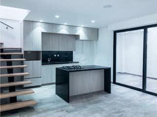 Una cocina con un mostrador, un fregadero y un refrigerador en Venta De Casa En LLanogrande Rionegro