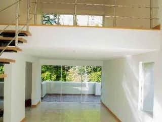Un cuarto de baño con lavabo y un espejo en Apartamento en venta en El Tesoro 242m² con Balcón...
