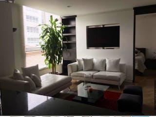 Una sala de estar llena de muebles y una televisión de pantalla plana en BOGOT, VENDO APARTAMENTO EN SANTA BARBARA, 53 MTS