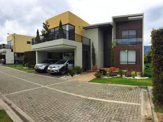 Un coche estacionado delante de una casa en Casa en venta en Casco Urbano Cota de 315m² con Zonas húmedas...