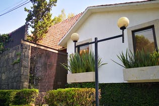 Casa en venta en Lomas Quebradas, 552 m² con patio