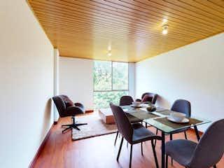 Una sala de estar llena de muebles y una ventana en Apartamento En Venta En Bogota Verbenal