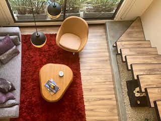 Un cuarto de baño con un inodoro y un lavabo en Se vende espectacular  apartamento tipo loft en chico