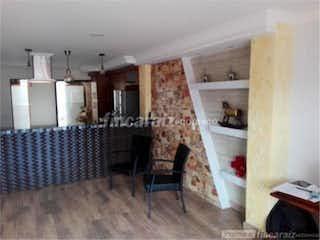 Una sala de estar llena de muebles y una chimenea en Apartamento en venta Copacabana  barrio: Obrero