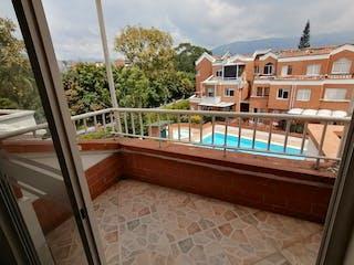 La vista del edificio desde la ventana en casa unifamiliar venta la castellana medellin