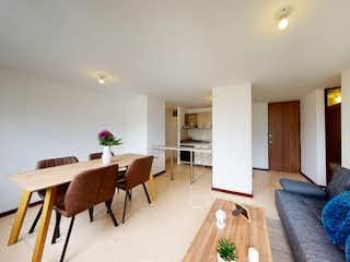 Una sala de estar llena de muebles y una mesa en Apartamento en venta en Amazonía con Jardín...