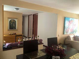 Una sala de estar llena de muebles y una televisión de pantalla plana en Apartamento en venta en La Aguacatala de 80m² con Zonas húmedas...