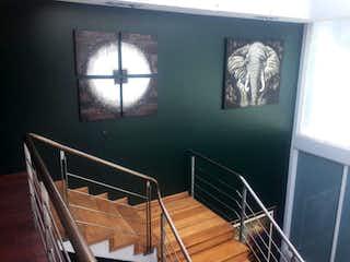Una habitación con una ventana y una ventana en Casa en venta en Doctores de 450m²