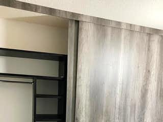 Un refrigerador congelador sentado dentro de una cocina en Se Vende Departamento en la Doctores.