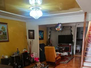 Una sala de estar llena de muebles y una ventana en ZNE-9 Casa en venta, Castilla