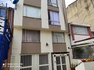 Un edificio con un reloj en el costado en Apartamento En Venta En Bogota Cedritos Capri