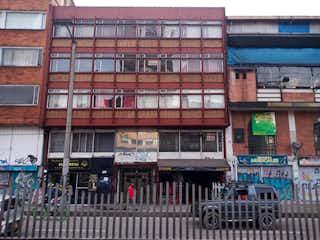 Un gran edificio delante de un edificio en Apartamento En Venta En Bogota Chapinero Central