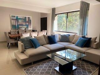 Una sala de estar llena de muebles y una ventana en Bosque De Tamarindos, Departamento en venta en Bosque De Las Lomas 149m² con Jardín...