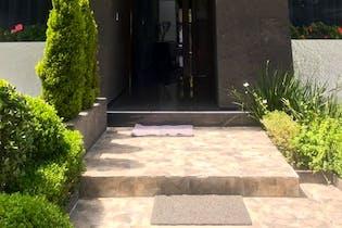 Casa en venta en Fuentes del Pedregal, 434 m² con jardín
