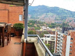Una vista de una ciudad desde una estación de tren en Apartamento en venta en Loma Del Atravezado de 142m² con Gimnasio...