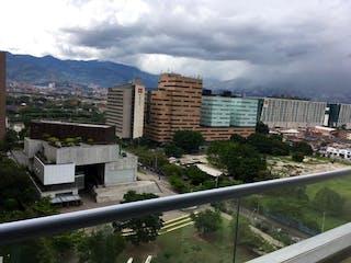 Una vista de una ciudad en la distancia en Venta de Apartaestudio Ciudad del Rio, Medellín