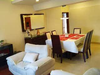 Una sala de estar llena de muebles y una televisión de pantalla plana en Apartamento en venta en Ciudad Salitre Occidental de 90m²