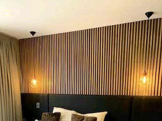 Una habitación de hotel con dos camas y una mesa en Apartamento en venta en Barrio Colón, 68m² con Zonas húmedas...