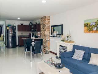 Una sala de estar llena de muebles y una chimenea en Venta De Apartamento En Envigado EL Dorado