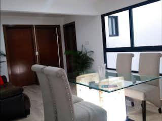 Una sala de estar llena de muebles y una ventana en San Benito 26